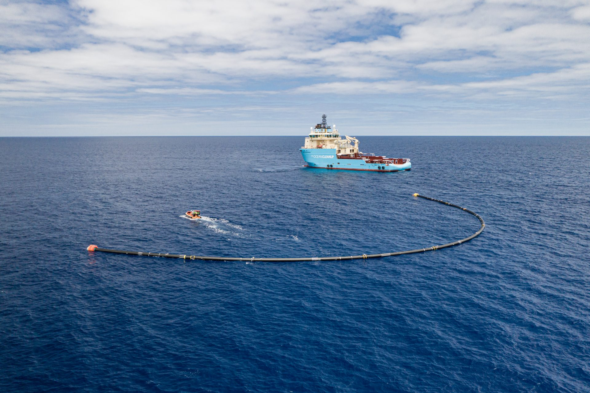 System 001/B deployed in the Great Pacific Garbage Patch. Courtesy of The Ocean Cleanup